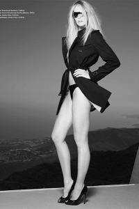 Elle Macpherson styled by Jonas Hallberg